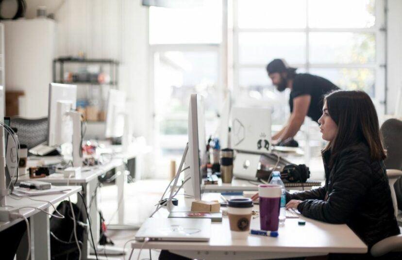研究发现上班族「每週平均说55次髒话」 骂完之后效率还更高!